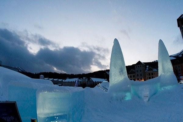 Гостиница будет открыта до 15 февраля. Двухместный номер и обед в ледяной столовой стоят 696 долларов, сообщает Newsru.com Недвижимость.